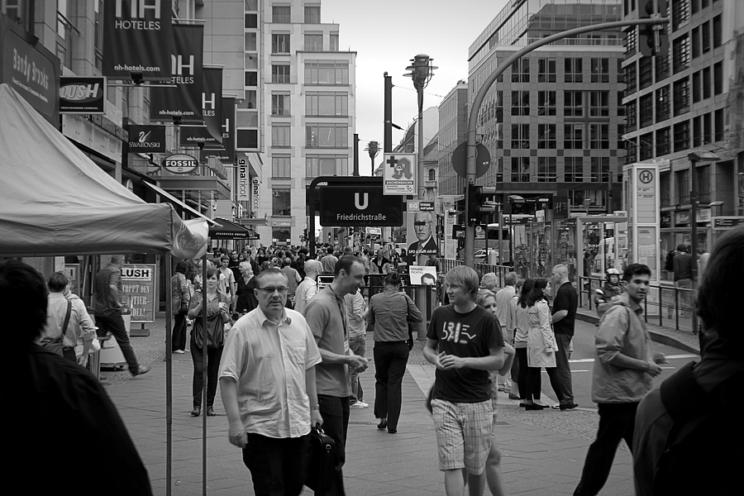 Ohne Maske! Friedrichstraße 2011